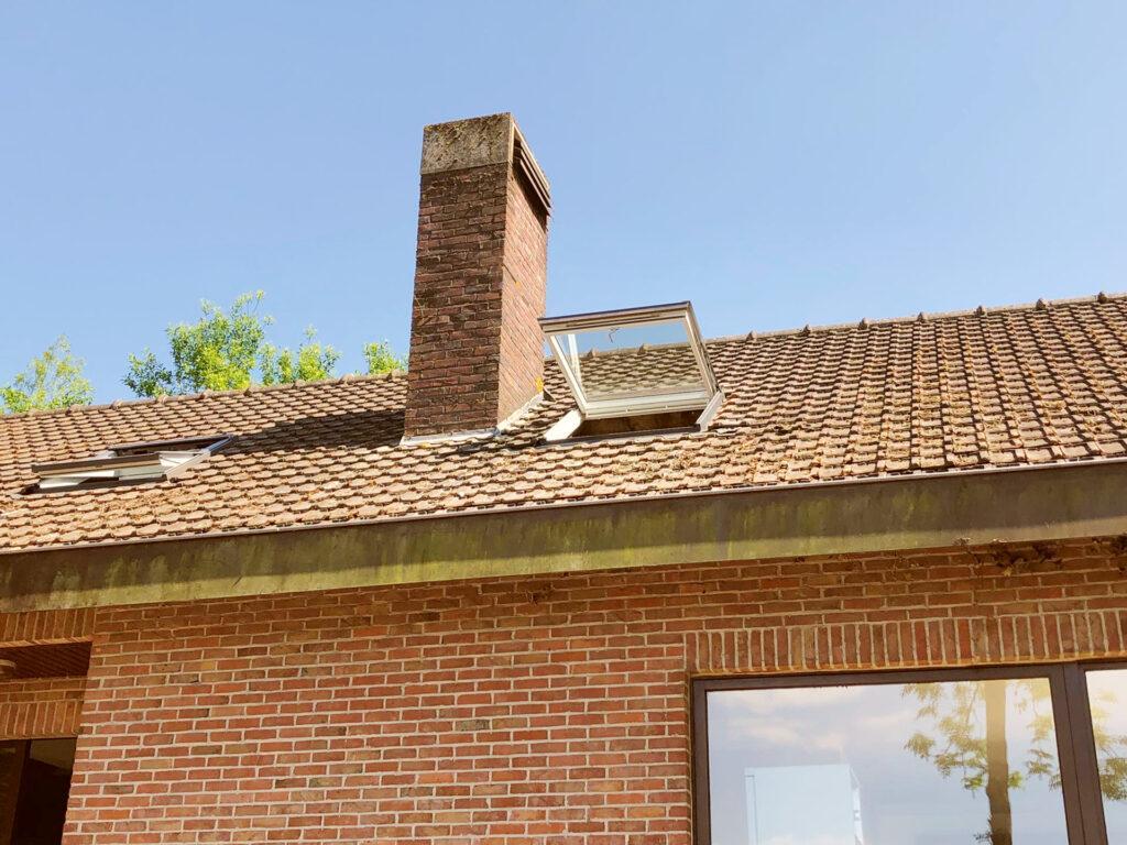De Dakvensterinstallateur: Vervangen van oude dakvensters door nieuwe modellen