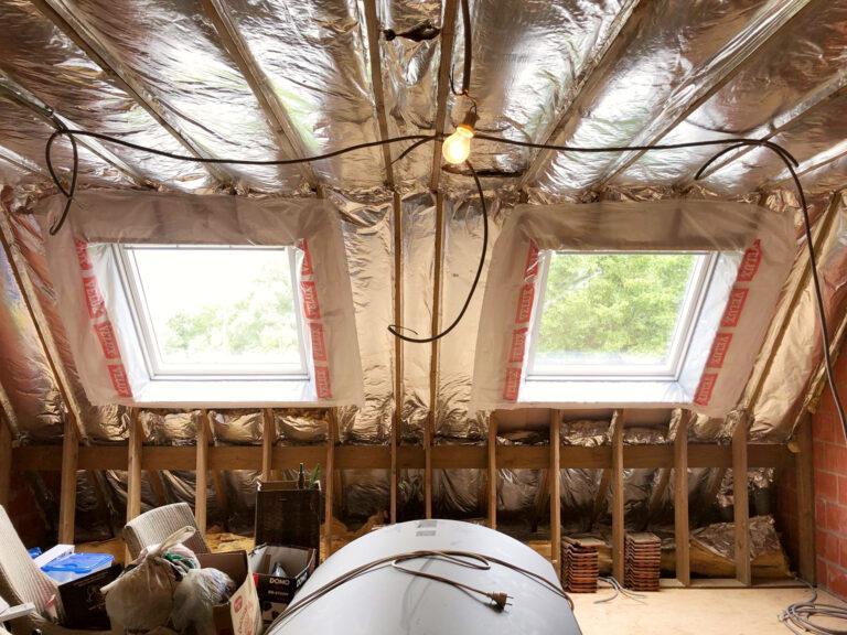 De Dakvensterinstallateur: Twee nieuwe Velux dakvensters op zolder